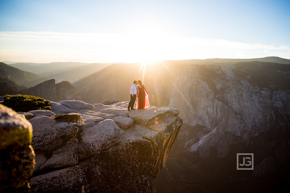 Engagement Photography Yosemite Cliff Edge