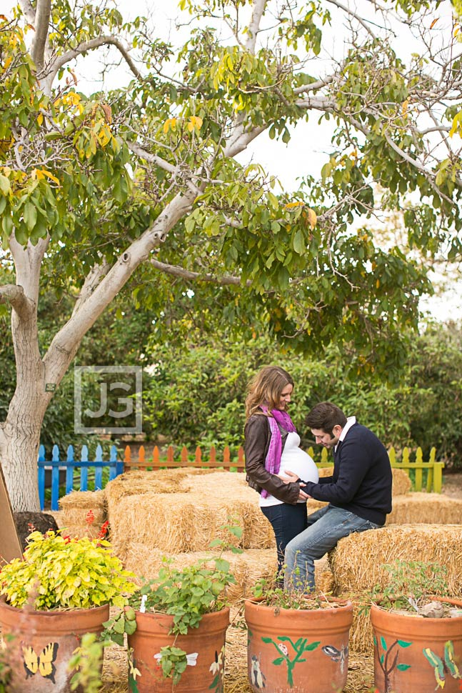 Maternity Photography Fullerton Arboretum with Hay Bales