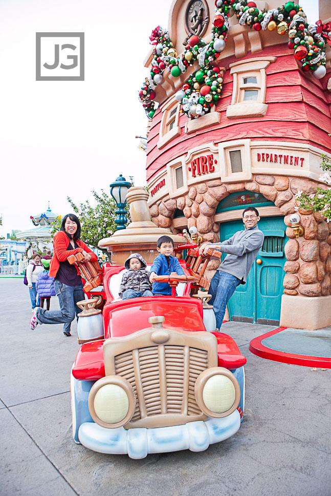 Disneyland Family Portrait Photography | The Cheng Family